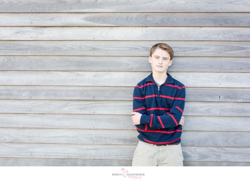 Photo of high school senior boy by barn in northern Virginia
