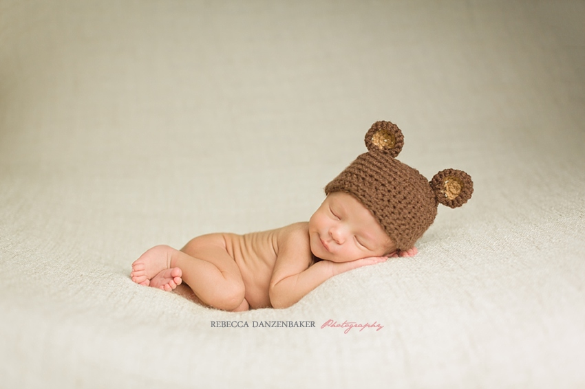 Rebecca Danzenbaker is the premier newborn photographer in Loudoun County, VA