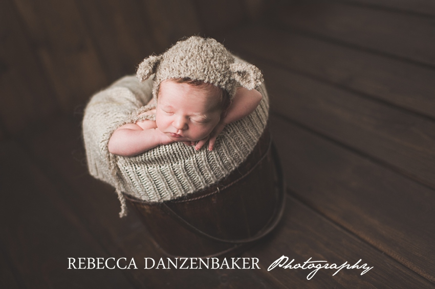 Newborn baby photographer in Loudoun VA
